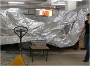 Abbildung 4: Aufnahme vor dem Zusammenschweißen der Folien des Stickstoffzeltes. Foto: UMJ