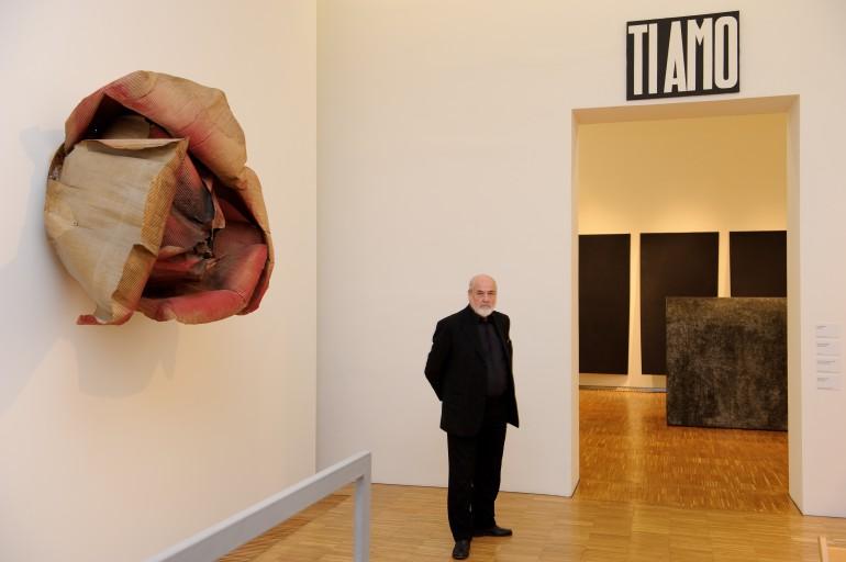 """Magdalena Reininger betreute auch Michelangelo Pistoletto im Rahmen dessen Ausstellung """"Selbstporträts, Spiegel, Minus-Objekte."""" Ihre Italienisch-Kenntnisse waren da von großem Vorteil. Foto: UMJ / N. Lackner"""