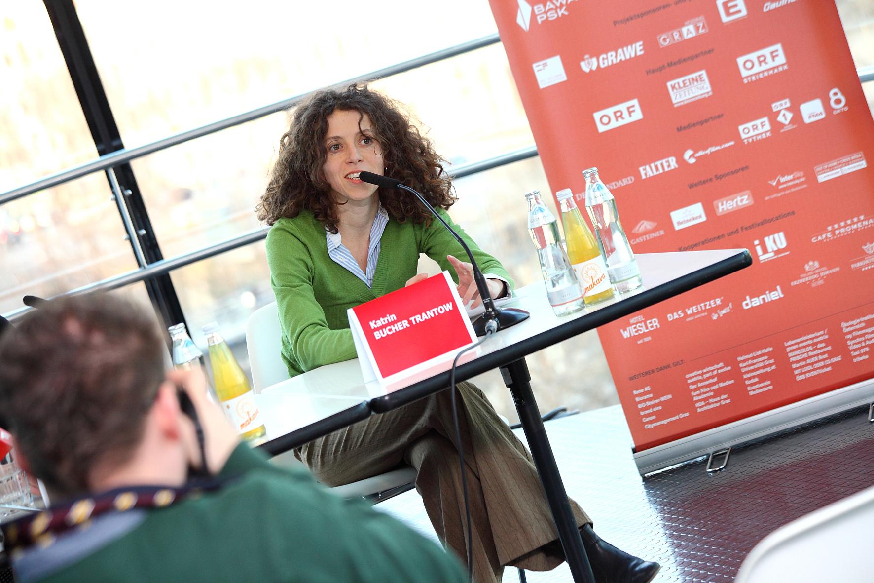 Katrin Bucher Trantow bei einer Pressekonferenz im Kunsthaus Graz, 2011, Foto: UMJ/N. Lackner