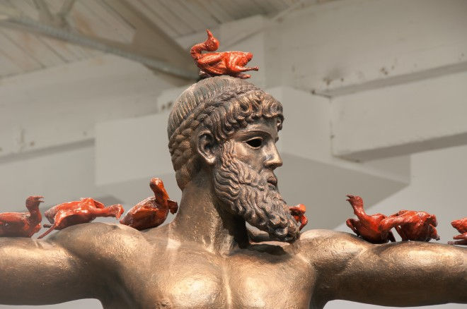 Xu Zhen, Eternity – Poseidon, pigeons, 2014 (Detail), Produced by MadeIn Company, Foto: Courtesy des Künstlers