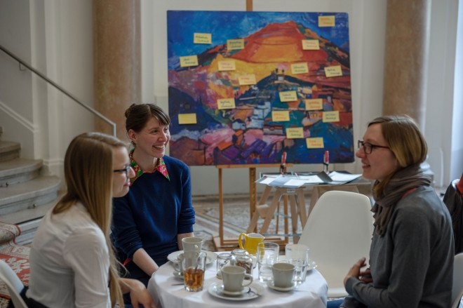 Das Wichtigste beim Filtercafé ist das Gespräch. Foto: Universalmuseum Joanneum