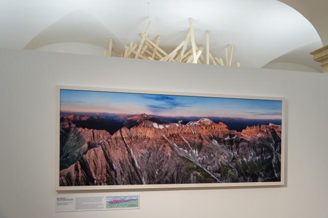 Die Glarner Hauptüberschiebung aus der Luft, Ausstellungsansicht, Foto: Universalmuseum Joanneum/N. Lackner