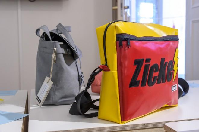 Recycling: Taschen aus alten Planen, Ausstellungsansicht, Foto: Universalmuseum Joanneum/N. Lackner