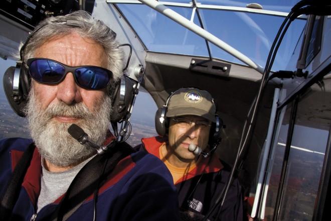 Fotograf Ruedi Homberger (vorne) und Geologe Kurt Stüwe (hinten) beim Fliegen, Foto: Ruedi Homberger
