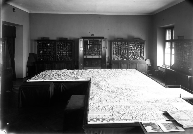 Archivbild des Steiermark-Reliefs in der Aufbauphase, um 1905, Foto: UMJ/Mineralogie