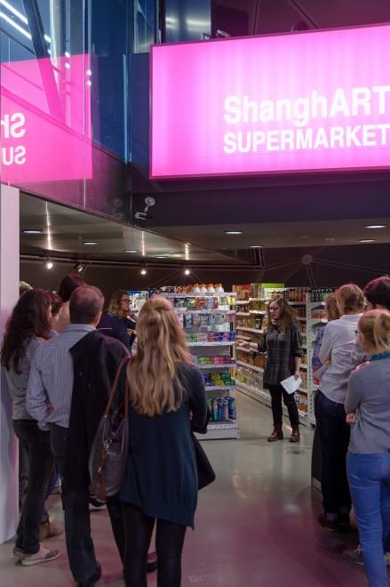 Die Studierenden im ShangART Supermarket, Foto: Universalmuseum Joanneum/N. Lackner
