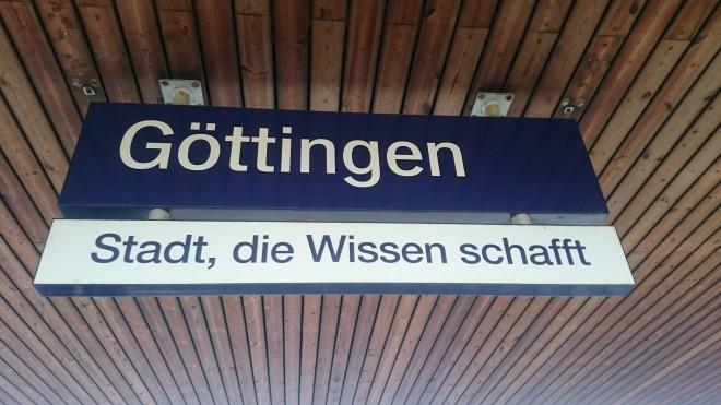Schild am Bahnsteig :) bei unserer Ankunft in Göttingen, Foto: UMJ/N. Knopp