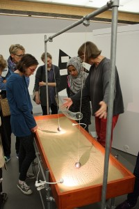 In der Ausstellung gibt es mehr als 20 Stationen, an denen Besucher/innen aktiv werden können. Foto: ScienceCenter Netzwerk