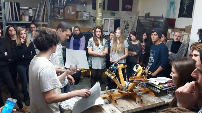 Die Teilnehmer/innen bekommen erste Erklärungen, Foto: N. Graf-Vogrinz