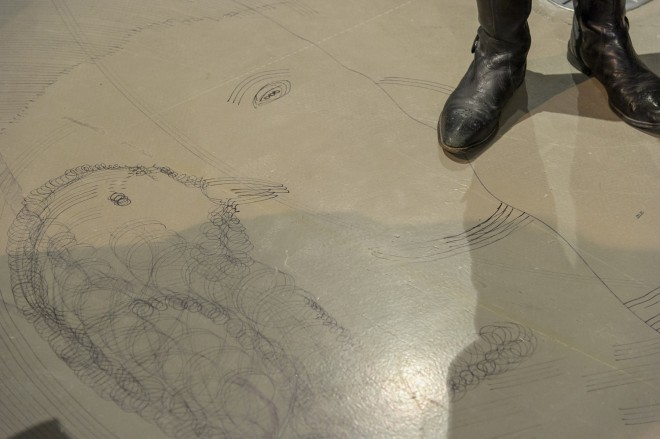 """Bodenzeichnung in der Ausstellung """"Constantin Luser. Musik zähmt die Bestie"""", Foto UMJ / N. Lackner"""