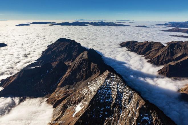 Schladminger Tauern, Wolkenmeer oder Gletscher? Foto: © Steiermark aus der Luft: Kurt Stüwe, Ruedi Homberger