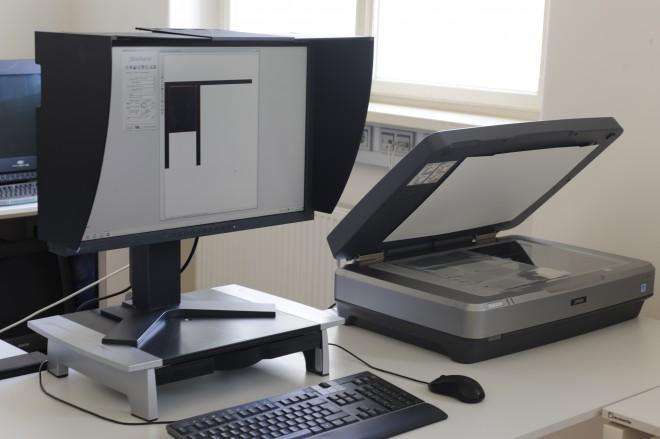 Digitalisierung von Fotonegativen mittels Scanner und geeigneter Software (Foto: Fenna Yola Tykwer)