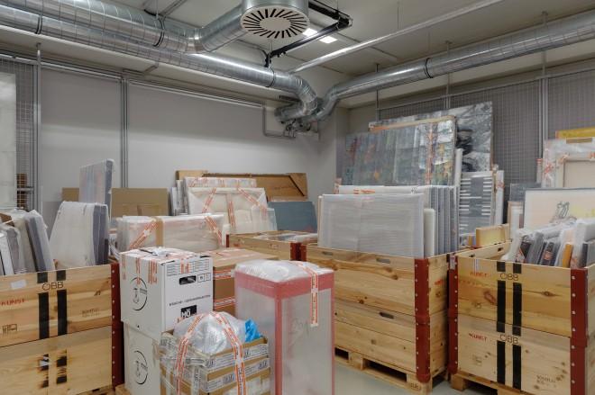 Die Durchsicht und Schätzung der zahlreichen Werke stellt die Mitarbeiter/innen des Universalmuseum Joanneum vor Herausforderungen, Foto: Universalmuseum Joanneum/N. Lackner