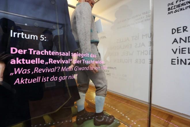 """Die Stationen des """"Irrweges"""" klären über weit verbreitete Irrtümer auf, Foto: Universalmuseum Joanneum/J.J. Kucek"""