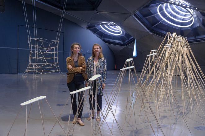 Kuratorin Katrin Bucher Trantow mit Künstlerin Kateřina Vincourová, 2016, Foto: Universalmuseum Joanneum/N. Lackner