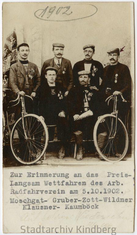 """Unbekannter Fotograf, """"Preis-Langsam-Wettfahren"""" des Arbeiterradfahrvereins Kindberg, Nachlass Franz F. Seidl, 05. 10. 1902."""