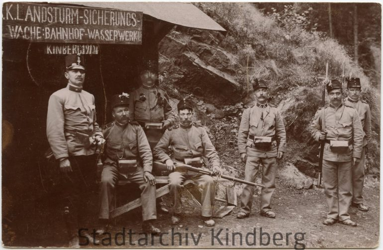 """Unbekannter Fotograf, """"Landsturm – Sicherungswache"""" der Bahnhof – Wasserwerke Kindberg, Nachlass Franz F. Seidl, 1914."""