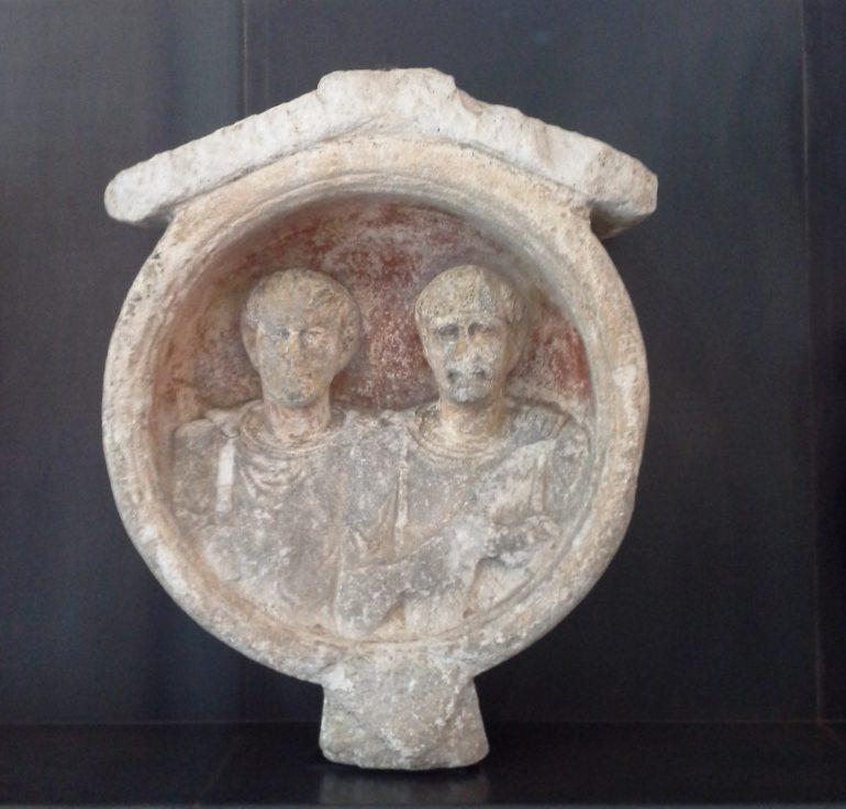 Grabporträtmedaillon, Feldkirchen, Marmor aus Bachern, 1./ 2. Jh. n. Chr., Archäologiemuseum Schloss Eggenberg, Lap.-Nr. 224, Foto: Angelika Schön
