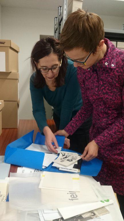 Jasna Jakšić und Radmila Iva Janković im Archiv, Foto: Bella Rupena