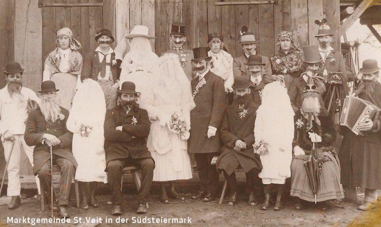 """Foto: unbekannter Fotograf, Maskenball beim Gasthaus Kerschbaum """"Kirchenwirt"""" in St. Veit am Vogau, 1930;"""