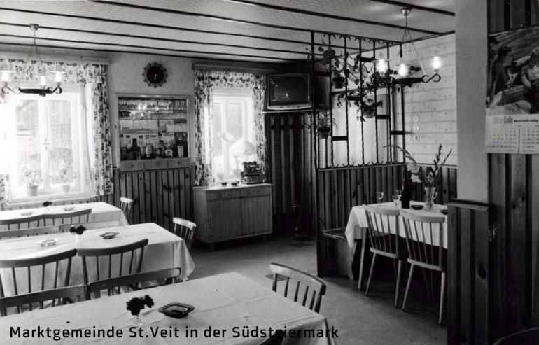 Foto: Foto Bauer, Gastzimmer des Gasthauses Sixt in Siebing, 1970