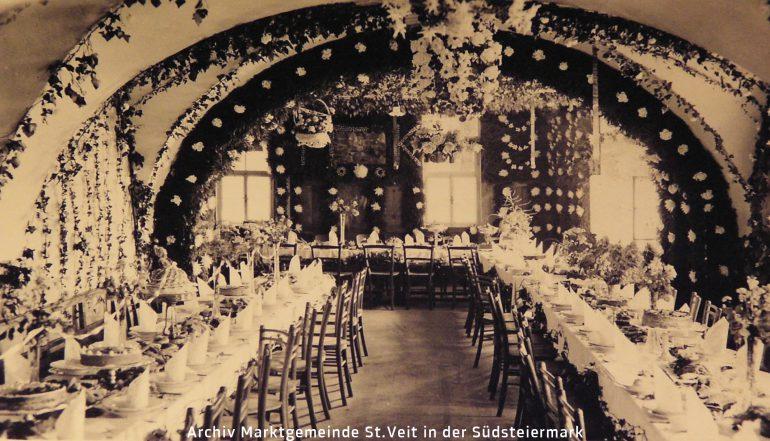 Foto: unbekannter Fotograf, Festtafel für eine Primizfeier im Gasthofs Frisch (siehe Titelbild) in St. Veit am Vogau, undatiert
