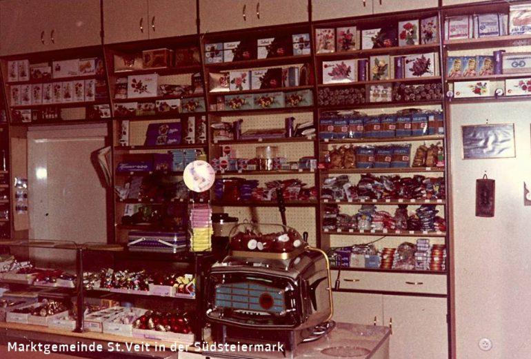 Foto: unbekannter Fotograf, Verkaufsraum mit Espressomaschine Konditorei –Cafe Kaiser, um 1970