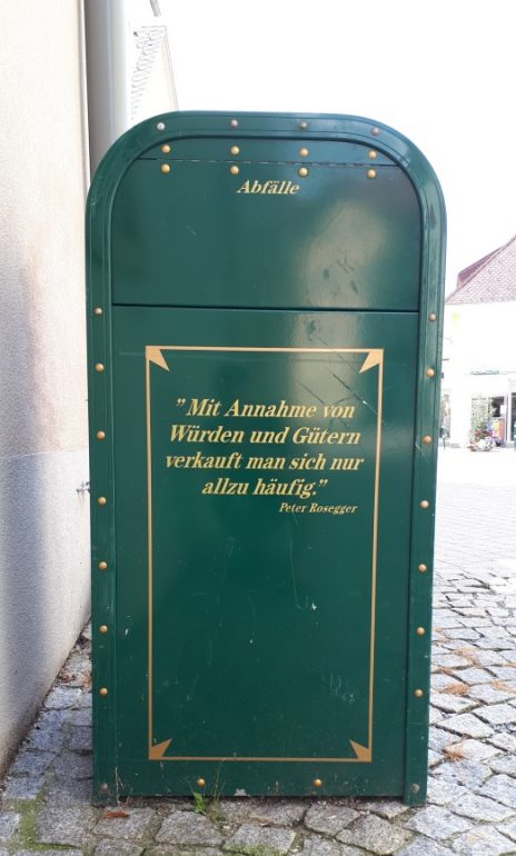Abfall: Rosegger-Zitat auf Abfallbehälter der Marktgemeinde Krieglach, Foto: BRP