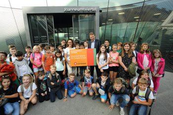 Übergabe der Joanneumskarte Schule an die Schüler/innen der 1. Klassen der Erzherzog-Johann-Neuen-Mittelschule Eggersdorf bei Graz