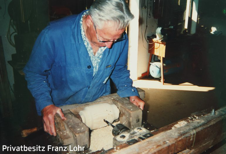 Franz Lohr aus Hönigtal in seiner Wagnerwerkstatt