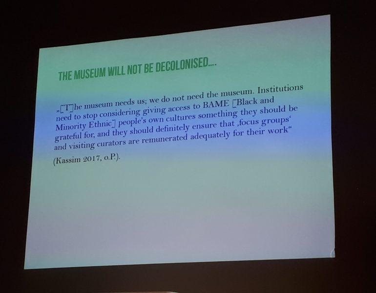 Folie aus der Präsentation von Nora Landkammer, Zitat von Sumaya Kassim (2017)