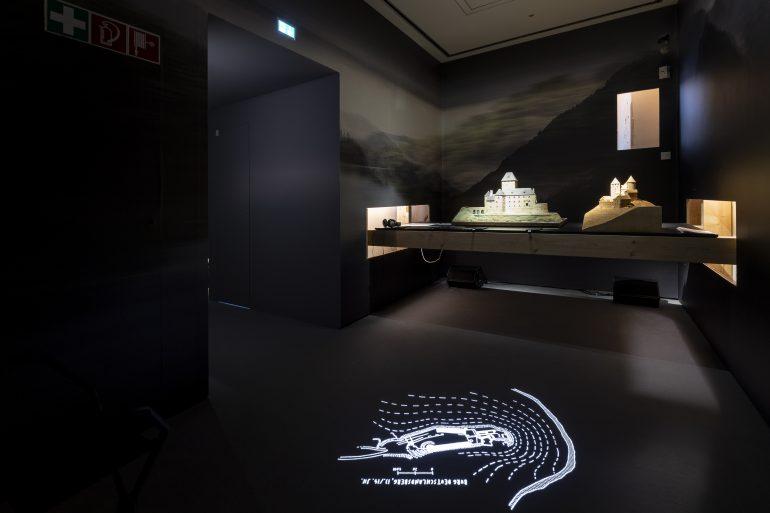 """Ausstellungsansicht """"was war"""" im Museum für Geschichte, Foto: Universalmuseum Joanneum/J.J.K Kucek"""
