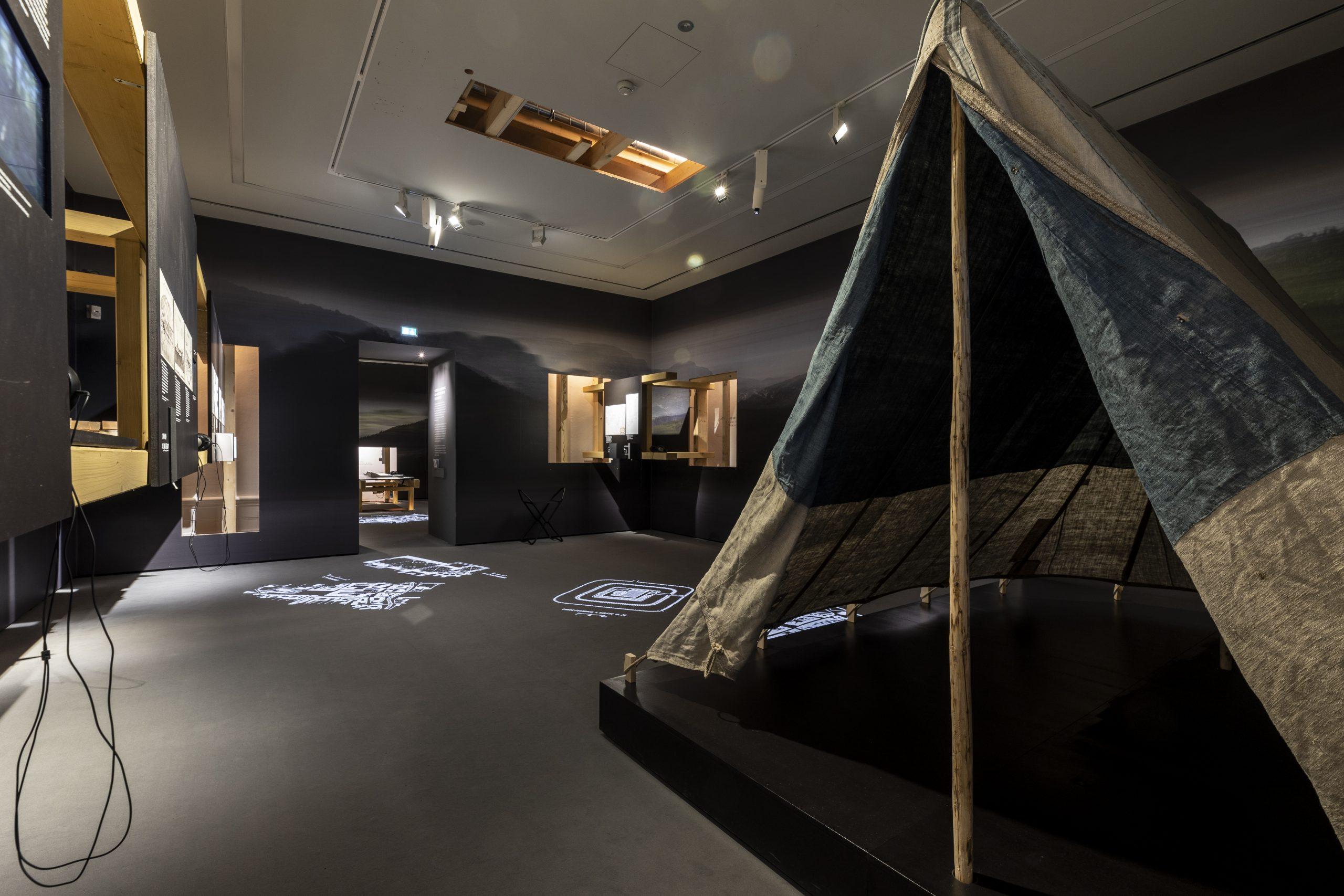 """Ausstellungsansicht """"was war"""" im Museum für Geschichte, Foto: Universalmuseum Joanneum/N. Milatovic"""