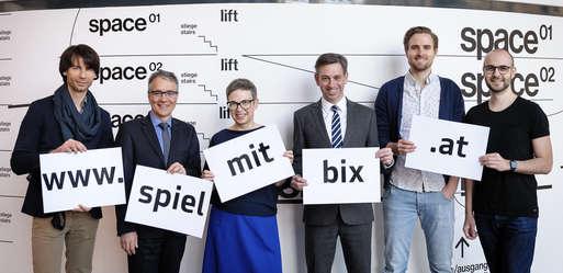 """Gruppenfoto """"Dein Name auf der Kunsthausfassade BIX"""","""