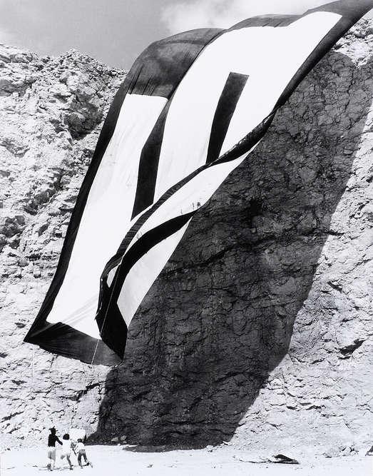 aus einer 10-teiligen Fotoserie, 21 × 29,7 cm, 1977, Schenkung des Künstlers, © Bildrecht Wien, 2020