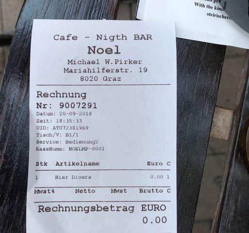 """""""Free Shop"""" im """"Cafe Noel"""","""