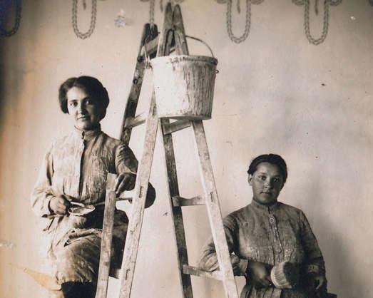 Josefa und Hedwig Trukenthaner, Maler- und Anstreicherinnen aus Deutschlandsberg, 1916, unbekannter Fotograf, Sammlung Gerhard Fischer
