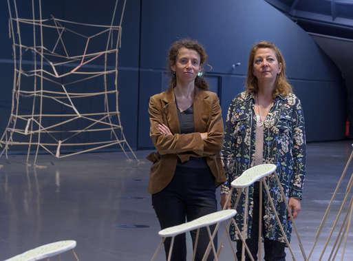 Kuratorin Katrin Bucher Trantow mit Künstlerin Kateřina Vincourová, 2016,