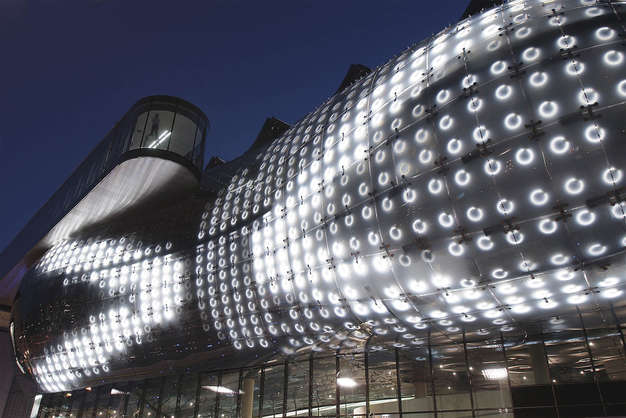 Kunsthaus Graz, Night Alien