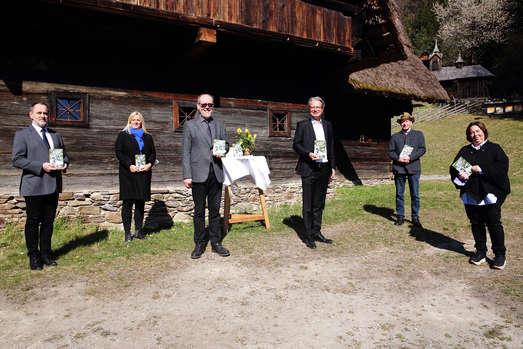 Harald Fötschl, Claudia Unger, Egbert Pöttler, Christopher Drexler, Reinhard Tuder und Michaela Steinböck-Köhler (v. l.), Foto: UMJ/J.J. Kucek