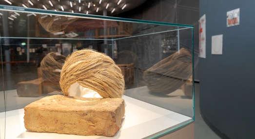 Werke von Slavs and Tatars, Foto: Universalmuseum Joanneum/N. Lackner