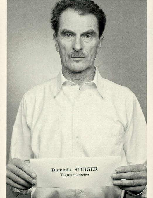 Foto: Jorit Aust, Postkarte aus der Porträtedition von Christoph Steinbreners Operation Figurini. Eine soziale Skulptur, 14,9 x 10,5 cm, Nachlass Dominik Steiger