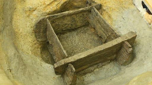 Bronzezeitlicher Brunnen aus Wohlsdorf bei der Auffindung,