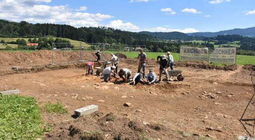 Freilegung der Reste des hallstattzeitlichen Grabhügels auf dem Linder Feld,