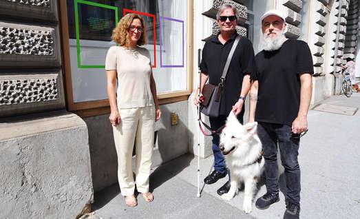 v. l. n. r.: Astrid Kury (Akademie Graz), Dietmar Ogris (Verein Selbstbestimmt Leben), Heribert Friedl (Künstler), Foto: Universalmuseum Joanneum/J.J. Kucek