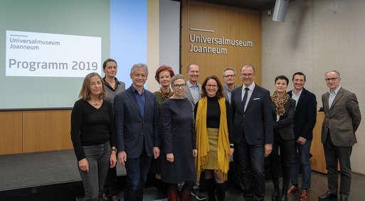 Abteilungsleiter/innen und die Geschäftsführung des Universalmuseums Joanneum bei der Präsentation des Programms 2019,