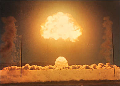 Harold Edgerton, with Germeshausen & Grier, (for the US Atomic Energy Commission), Videostill aus Photography of Nuclear Detonations, 1950s, Courtesy of MIT Museum