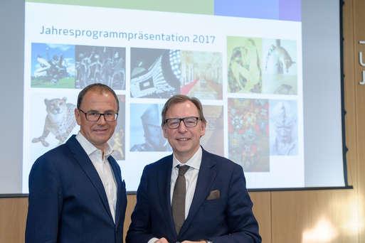 Joanneums-Direktor Wolfgang Muchitsch mit Kulturlandesrat Christian Buchmann bei der Programmpräsentation 2017,
