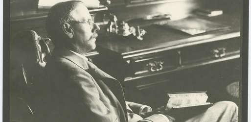 Peter Rosegger in seinem Arbeitszimmer in Krieglach,