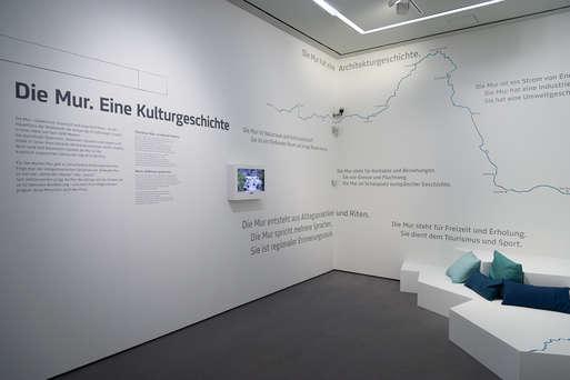 """Ausstellungsansicht """"Die Mur. Eine Kulturgeschichte"""","""